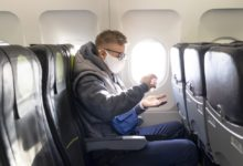 Photo of Kraków: mandat za brak maseczki na pokładzie samolotu